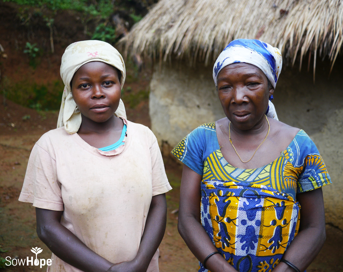 Mother and daughter in the DRC.